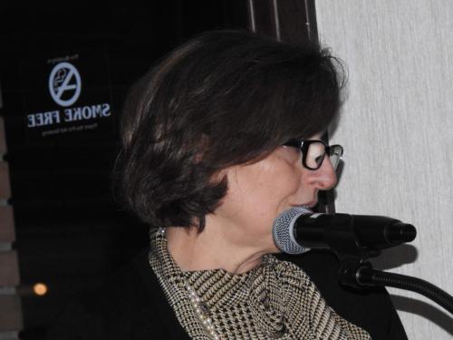 La regione Umbria è rappresentata da Emanuela  Marionni  che legge una poesia e dei proverbi in dialetto umbro.